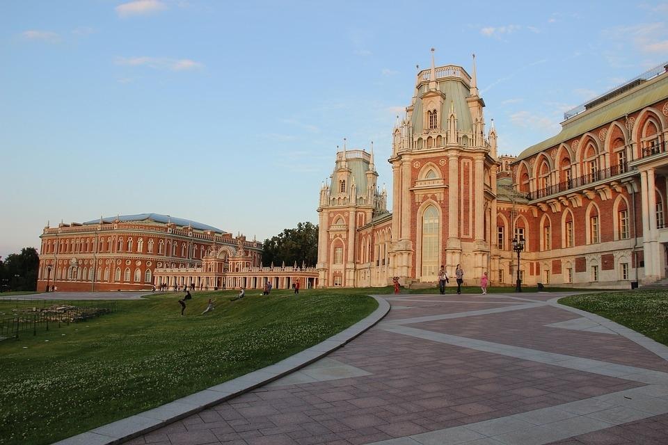 Пенсионеры из Бибирева посетили музей-заповедник «Царицыно»