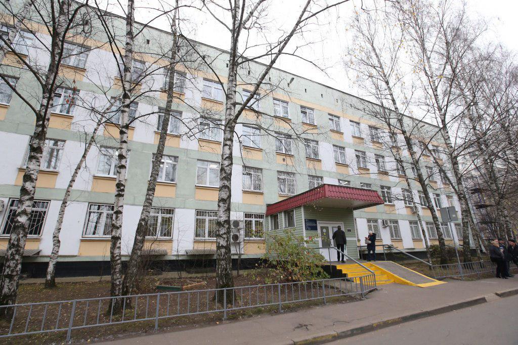 Территорию поликлиник на Шенкурском и Лескова благоустроят