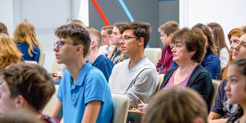 Молодые россияне назвали материальное благополучие главным приоритетом