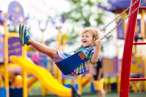 Благоустройство детских площадок на Корнейчука завершат к 15 августа
